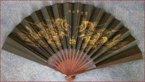 Papierfächer mit Drachen aus China